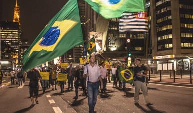A imagem retrata greve na Avenida Paulista