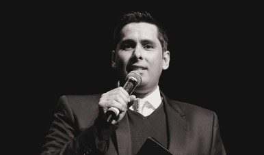 Na imagem, vemos flávio Augusto, fundador da Wise Up, anunciando a venda de 35% da companhia para o empresário Carlos Wizard.