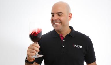 Na imagem, Rogério Salume, fundador da Wine.com.br, maior e-commerce de vinhos da América Latina.