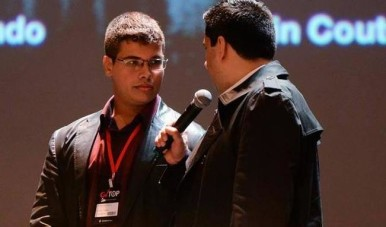 Na imagem, Pedro Quintanilha conversando com Flávio Augusto