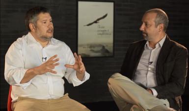 Na imagem, Marcelo Pimenta, especialista de inovação, é entrevistado por Sandro Magaldi